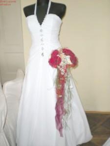 svatebni kytice a šaty