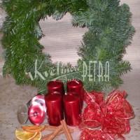 Vánoční věnec v připravené sadě