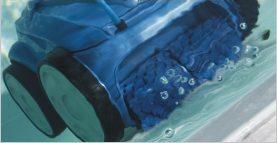 čištění dna bazénů strojem
