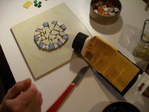 Příprava k lepení mozaiky