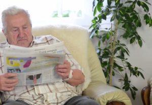 nouzový náramek napojený na telefon pro seniory