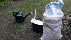 Postupy vápnění trávníku - odstranění mechu