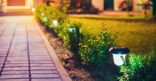 Chodníček na zahradě